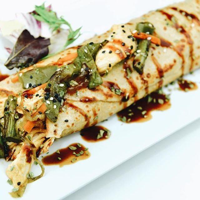 Komosabe!😍🔝Crepe de pollo, wok de verduras, queso y salsa yakisoba🙌🏻 #crepe #crepelover #foodie #food #bcn