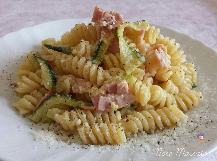 Carbonara di zucchine e prosciutto cotto