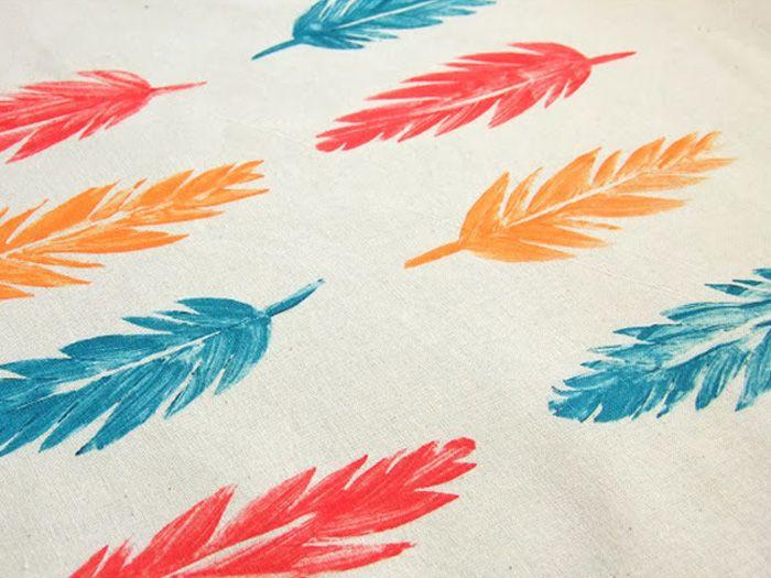 Tasjes, shirts of kussenslopen: je kan ze allemaal versieren met behulp van textielverf en deze handgemaakte stempels!
