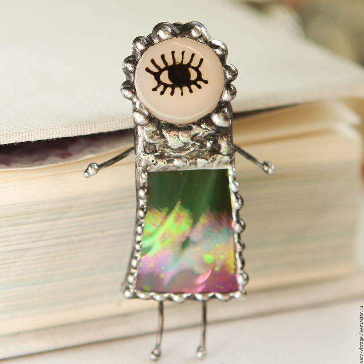 Купить Глазастый броше-человечек. Стекло, металл. - комбинированный, стекло, стекло украшения, стеклянные украшения