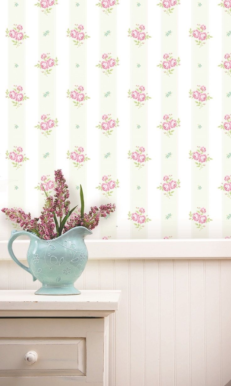 A Pretty Traditional Dainty Flower Sprig Motif Wallpaper Design