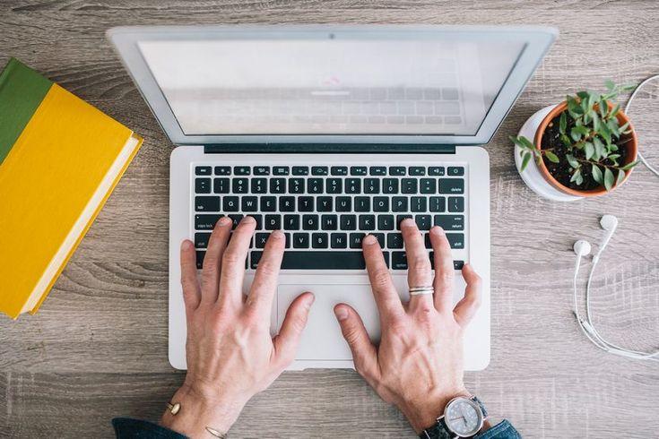 Chciałbyś zostać copywriterem albo zarabiać dodatkowo pisząc teksty na zlecenie? Dobrze trafiłeś.    W ostatnim czasie dostawałam pytania o mo