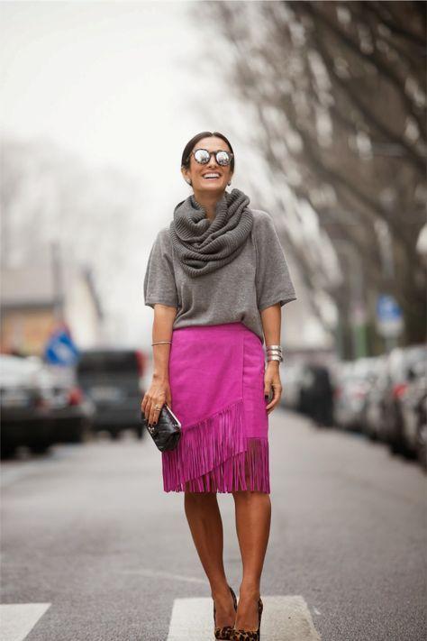 A Saia Lápis é peça chave no guarda-roupa profissional! É a saia mais elegante e que valoriza as curvas, deixando qualquer look mais poderoso! Mas não é só no trabalho que podemos usar a saia lápis! Hoje, com as tendências, podemos usar a saia em looks mais ousados e modernos, tirando a saia do guarda-roupa …