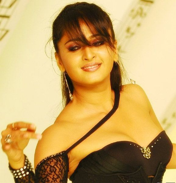 CHURUMURI : Anushka Shetty Hot in Bikini