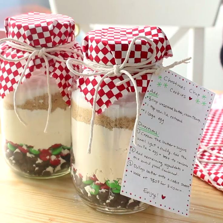 A quick and adorable Christmas gift — stack the dry ingredients for cookies into a Mason jar and give your family and friends the gift of freshly baked cookies!