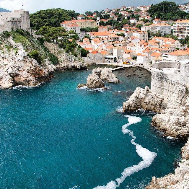 Blue waters in Dubrovnik. Photo courtesy of garotasviajantes on Instagram.