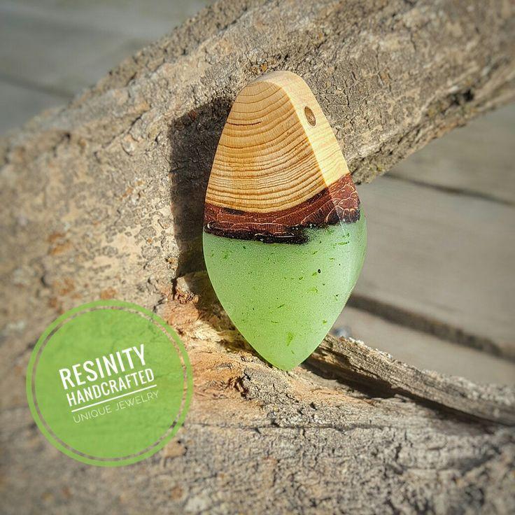 .#resinity #resinandwood #woodjewelry #creative #nature #natural #design #jewelry #resinshop #resin #wood #unique #kolye #jewellery #resinjewelry #earrings #resinearrings #necklace #ring #resinring #resinnecklace #reçinekolye #wristlet #special #jewel #el