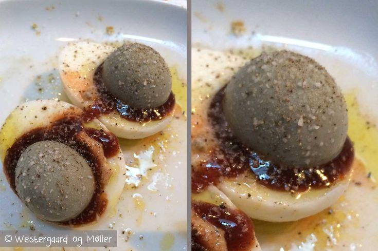 Se vores opskrift på den sønderjyske egnsret solæg. Det er en skøn lille snack eller forret og spises gerne sammen med en snaps.