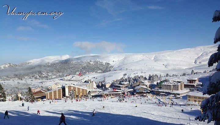 Не только моря могут заманить туриста в Турцию. Около 15 горнолыжных курортов, раскиданных по всей стране, также заслуживают вашего внимания и любви. Сегодня речь пойдет про Улудаг, самый знаменитый и обласканный турками и туристами горнолыжный курорт, располагающийся в 30 км от города Бурса. Но почему Улудаг не скоро станет европейским горнолыжным курортом?  http://xn--h1aaomgdde.org/blogi-turistov/gornolyzhnaya-turtsiya-uludag