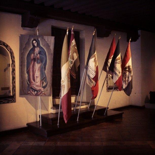 """Sala introductoria de la exposición permanente """"Las intervenciones extranjeras en México"""" Planta alta Museo Nacional de las Intervenciones - Ex Convento de Churubusco  #museo #nacional #intervenciones #exposicion #extranjeras #mexico #bandera #estandarte #virgen #guadalupe"""