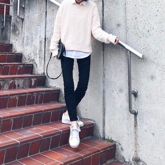 出典:https://www.instagram.com/(@yyuriel) 今年の春はデザインの凝ったシャツやブラウスがいっぱい! これ一枚で主役級のコーデが楽しめますよね♪ でも、ただ着るだけでワンパターンになっていませんか? シャツは着こなし次第で自由自在! シャツのいろいろな着こなし方をご紹介します☆ ▼関連するおすすめ記事 やっぱり白シャツが好き♡春は白シャツでシンプル爽やかに♪旬のサッシュベルトとの着こなしも注目です! か、かわいい!!思わずときめく旬の甘めシャツ&ブラウスでつくる春モテスタイル7選♡ デニムシャツコーデで今年らしく♡2017年レディースおすすめ冬から春コーデ80選 春のシャツコーデ10選! 出典:http://wear.jp/ まず覚えたいシャツの着こなしはコレ! タックイン&抜き襟が今っぽい♪ 袖をブラウジングして抜け感を出すことも忘れずに☆ 出典:http://wear.jp/ 落ち感のきれいなとろみシャツ♡ あえて何もせずさらっと着...