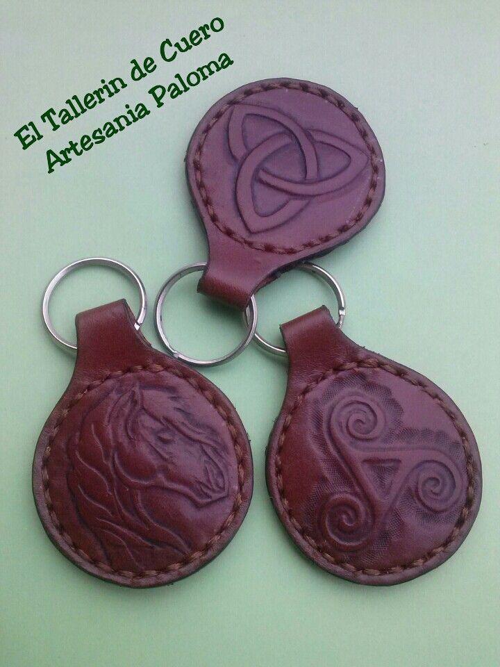 Llaveros de cuero para todos los gustos. Hecho a mano.Leather keychain handmade.