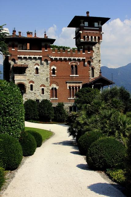 """Villa La Gaeta in San Siro, Lake Como, Italy Villa Gaeta was a set to the finale of the film: """"Casino Royale"""" #WonderfulLombardy"""
