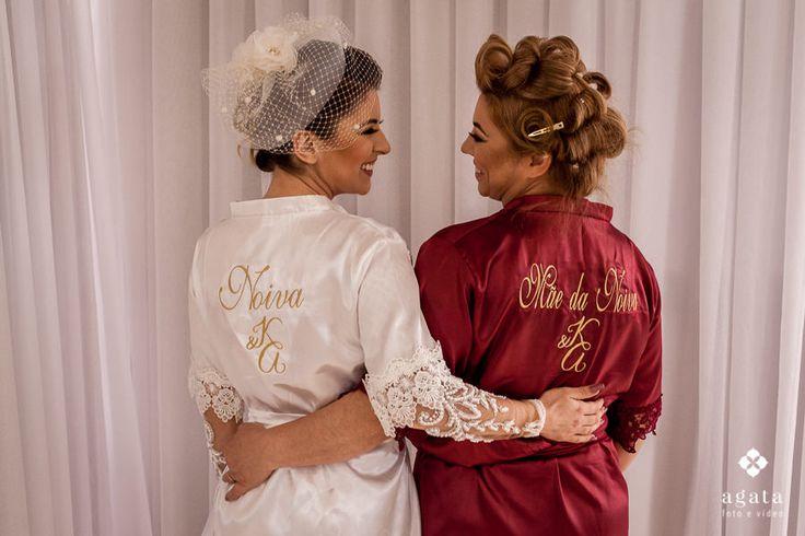 Making of: mãe e noiva se produzem com robes personalizados do casamento.