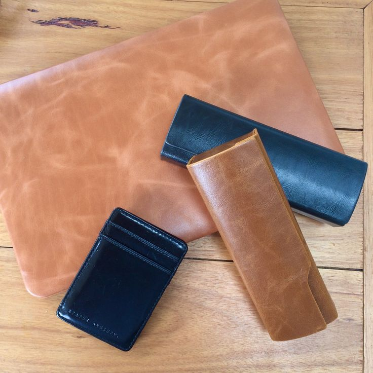 Keep smart and stylish as you journey back to work today with our Donald Cases in brown and black. Hope your Mondays are not too hazy!