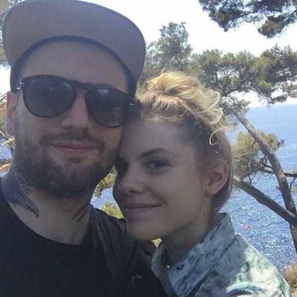 Coeur de pirate n'est plus en couple avec son mari Alex Peyrat - RUPTURE | HollywoodPQ.com