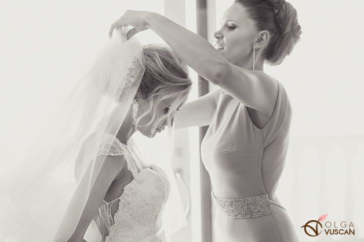 bride getting ready_images by Olga Vuscan