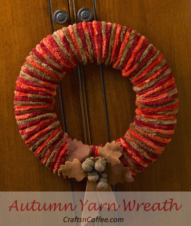 'Autumn Welcome' Yarn Wreath in gorgeous shades of fall. A thick, chunky yarn is the secret to making a quick yarn wreath.  Love the acorns, too.