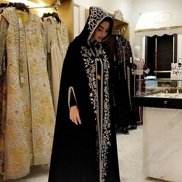 #سلهام_مغربي . @Regrann from @atelierdes_artistes - @singeramar dressed in one of our favorite handmade winter capes. . . . . . . . . when a dress gives you royalty . . . ● ● ● ● ● #السلهام_المغربي #البرنوس_المغربي #الحلي_المغربية . #المغربيات_ملكات_على_عرش_الانوثة_و_الجمال #salham#selham #bornos #moroccanbornos #caftan #kaftan #moroccanwork #moroccanstyle#moroccandress #moroccandress #fashion #elegant #luxury #traditional #handmade #takcheta #caf...