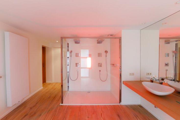 Wellness badkamer, Assebroek   Upgrade   #Bathroom with sunshower #sauna element http://ow.ly/QtZ03
