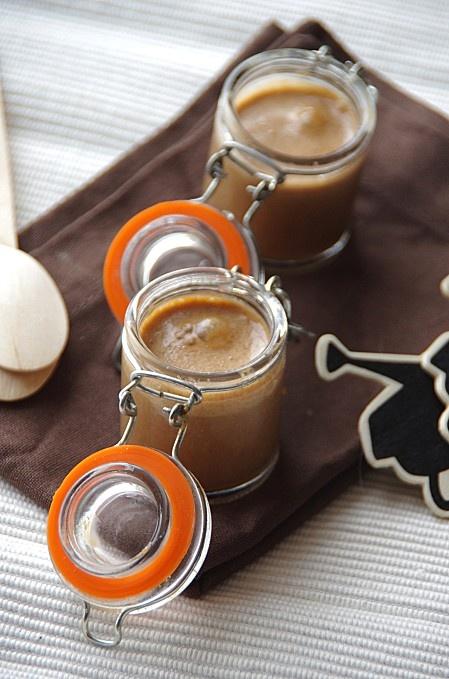 Pâte à tartiner au chocolat au lait et pain d'épice. http://noviceencuisine.over-blog.com/article-pate-a-tartiner-chocolat-au-lait-et-pain-d-epices-115644267.html