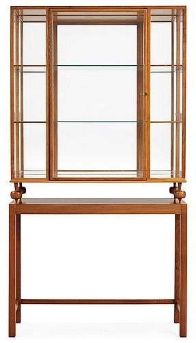 A Josef Frank walnut show case cabinet on stand, model 2077, by Svenskt Tenn. Height 169, width 90, depth 3.... - Spring Modern Auction, Stockholm 566 – Bukowskis