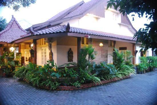 monginsidi guest house // homey AF.