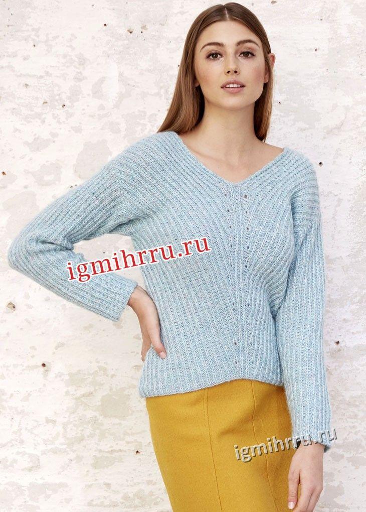 Пуловер с V-образным вырезом горловины и диагональным узором. Вязание спицами