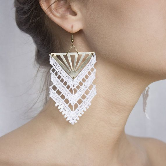 Lace earrings - Chevron - Black or white lace, with bronze
