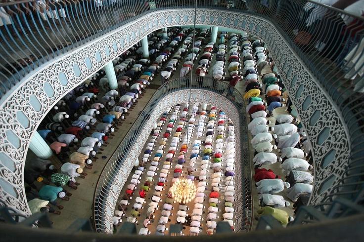 END OF RAMADAN: Muslim devotees attended Jumatul Wida, the last Friday prayer in the holy month of Ramadan, at the National Mosque in Dhaka, Bangladesh, Friday. (Abir Abdullah/European Pressphoto Agency)