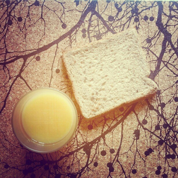 Stylish breakfast with our Cork Mats. Check it out > http://www.decolovin.com/en/kitchen/39-cork-dinner-mats.html
