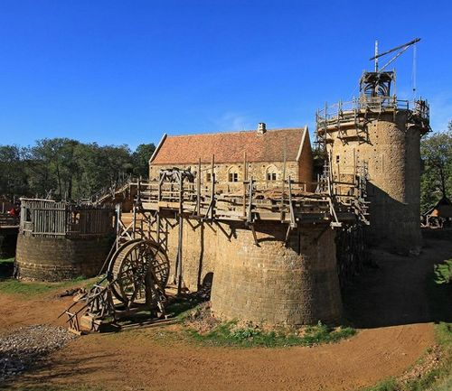 Château Fort de Guédelon, Treigny, Yonne, Burgundy, France.... http://www.castlesandmanorhouses.com/photos.htm ... Château Fort de Guédelon (Guédelon Castle) is a medieval construction project. The object is to build a castle using only the techniques and materials used in the Middle Ages.