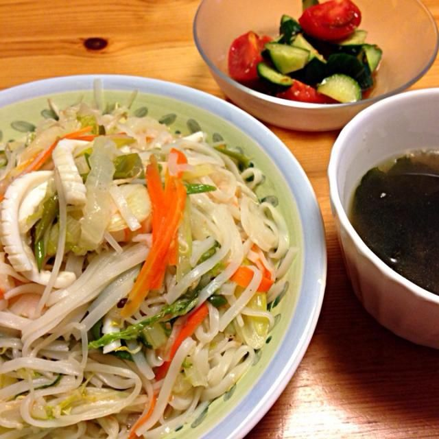 サラダ油は万病の元。レシピはDE-OILブログをご覧下さい。 http://deoil.blog.fc2.com/ - 5件のもぐもぐ - タイビーフン ワカメスープ トマトサラダ by deoil518