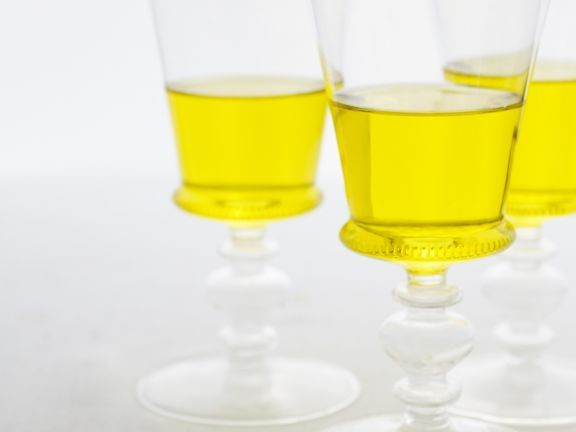 Löwenzahnwein ist ein Rezept mit frischen Zutaten aus der Kategorie mit Alkohol. Probieren Sie dieses und weitere Rezepte von EAT SMARTER!