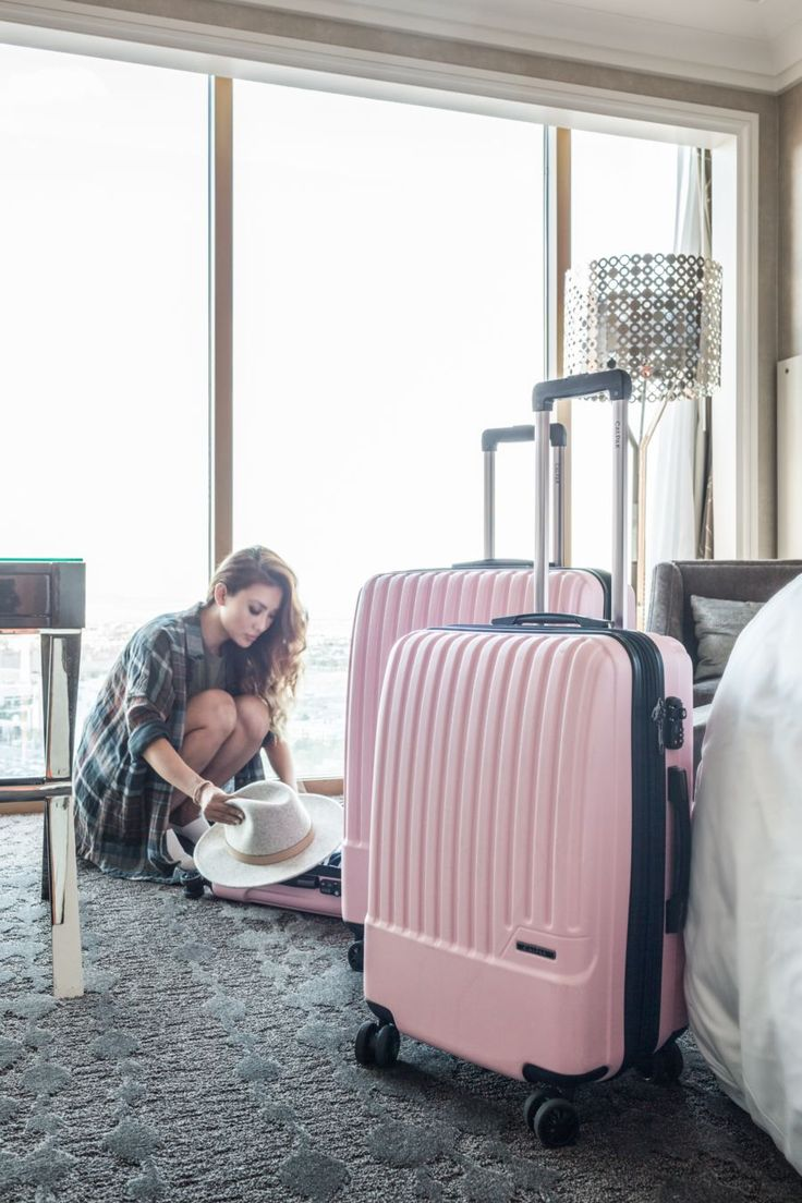 @notjessfashion with our Pink Davis Luggage Set #CalPak