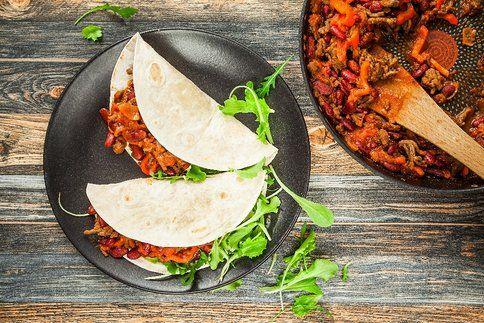 Tortilly plněné s ragú jsou ideálním pohoštěním na večírek nebo jídlem s sebou. Jsou hotové během chvilky a budou chutnat za tepla i za studena!