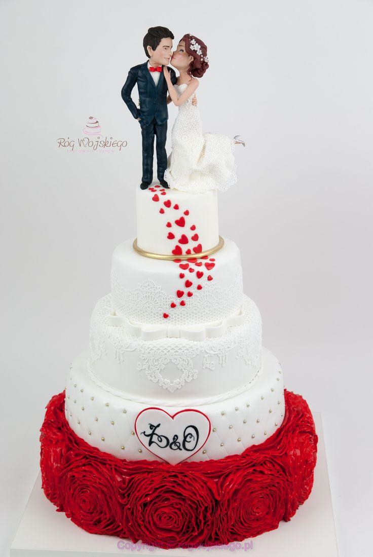 Tort weselny z ręcznie modelowanymi figurkami i kontrastowym ruffles. ślub gdańsk gdynia