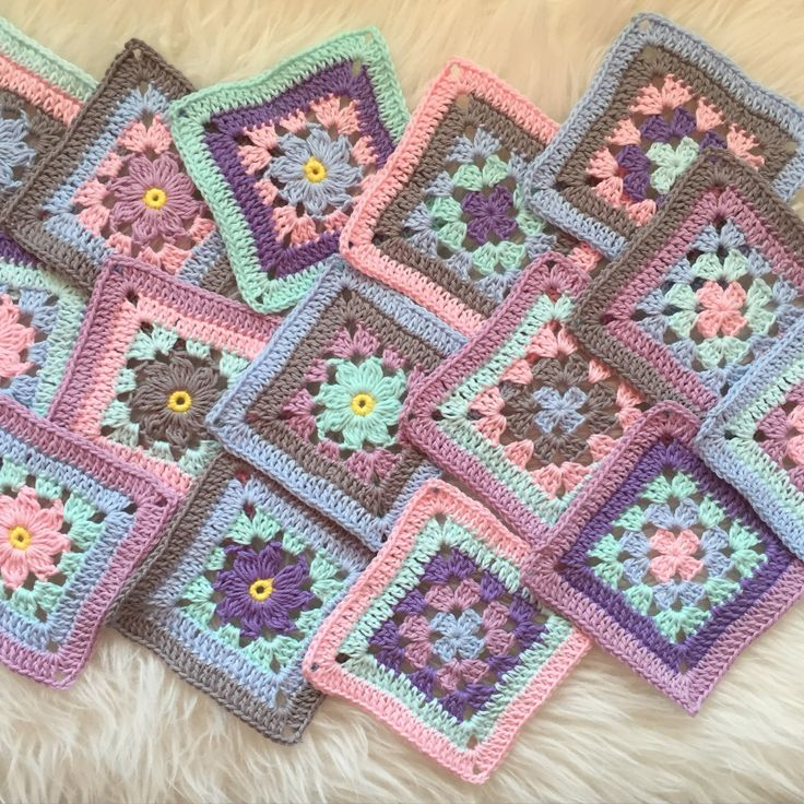 Two new Matching squares. perfect project to get rid of some scrap yarns. It is not allowed to publish my patterns on any page without my permission. Welcome to visit me on instagram for inspiratio…