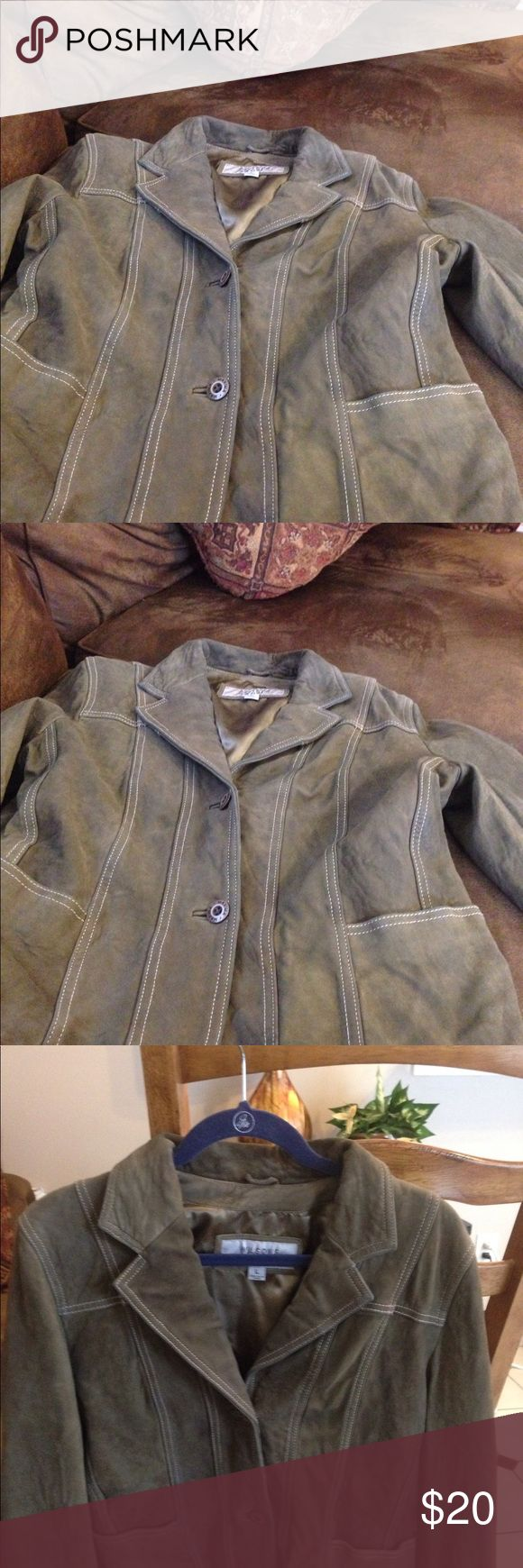 Vintage Leather Women's Jacket L Wilson leather maxima jacket, nice condition.see last pic tiny hole in back easy repair Wilsons Leather Jackets & Coats