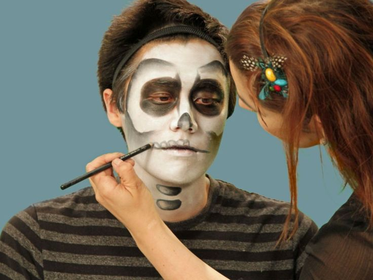 trucco-uomo-halloween-sugar-skull-base-bianca-colore-nero-occhi-labbra