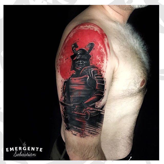 Buenos días marineros 💪🏼 comenzamos una gran mañana con este #Samurai de @sebastianrodriguezart realizado en #trashpolka mucho negro y rojo para darle todo el contraste!!