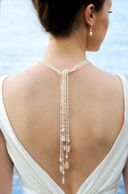 背中の空いたドレスと合わせたいバックドロップ型♡ 結婚式に付けたい花嫁のネックレスまとめ。ウェディング・ブライダルの参考に☆
