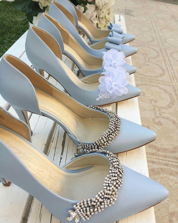 """Zapatos de novias. Colección """"something blue"""" en Aguiar casa de novias."""