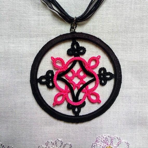 Tatted Hot Pink Celtic Pendant by Tatting TatsRight http://facebook.com/tatsright #tatting #frivolite #chiacchierino #etsy