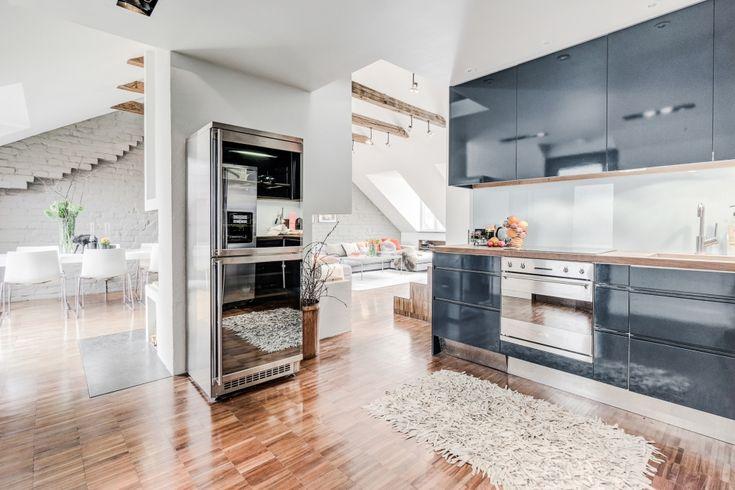 Двухуровневая мансарда 81 м2 с камином и современной кухней - Дизайн интерьеров | Идеи вашего дома | Lodgers
