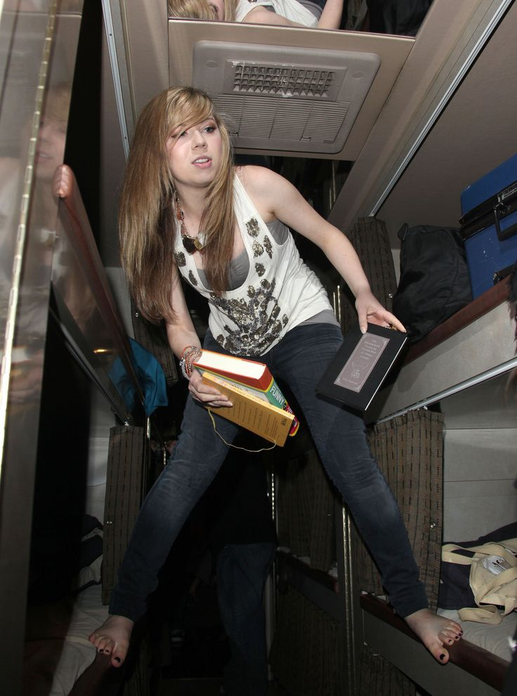 jennette mcCurdy ass   Jennette McCurdy - Tour 2011