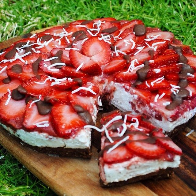 Raw Coconut Cream Strawberry Raw Cake