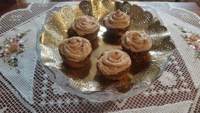 Raw vegan muffins cu crema de caju