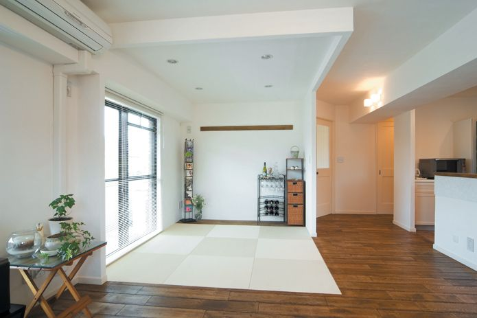 乳白色の綺麗な畳は、い草より強く日焼けもしにくい和紙畳を使用。【リノベ暮らしな人々25】