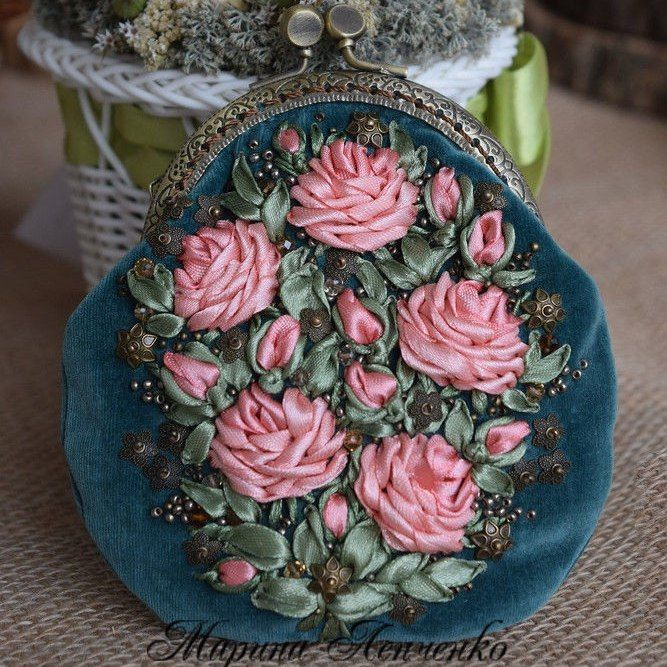 Чудесные украшения и кошельки с вышивкой лентами от Марины Ленченко<br>➡ http://www.livemaster.ru/marishca